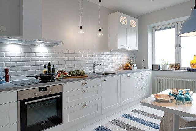 vitt kök med grå bänkskiva - Sök på Google