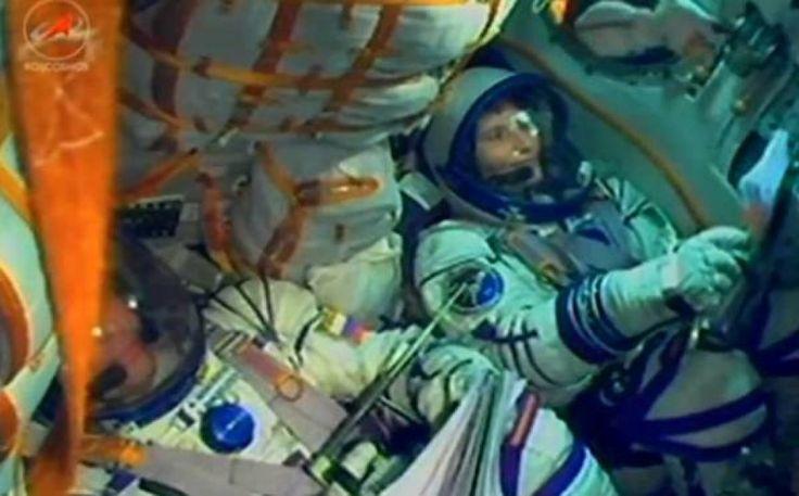 Samantha Cristoforetti è partita: la prima astronauta italiana  raggiungerà insieme all'equipaggio in sei ore la stazione spaziale  orbitante con la sua Soyuz (nella foto).   Leggi su Repubblica.it