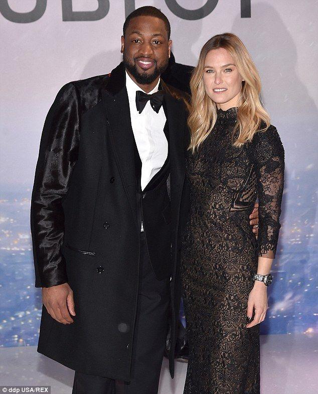 Стиль звезд: Как она позировала с другой послов бренда, NBA спортсмен Дуэйн Уэйд, Бар такж...