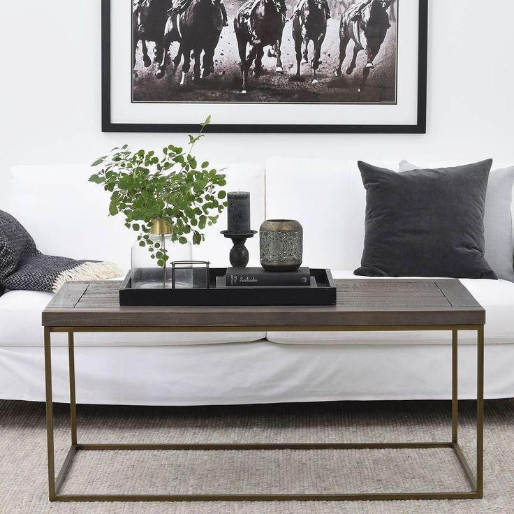 Dalton soffbord i raka eller runda former du hittar alla varianter på vår hemsida. Bordsskiva i massiv lackad furu i en brun-grå nyans och benställning i patinerad guldton så snyggt  ---------------------------------------------------- Dalton coffee table. #rowico