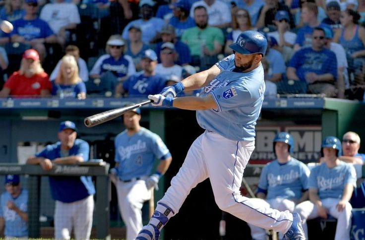 #BlueJays strike quickly, sign DH Kendrys Morales