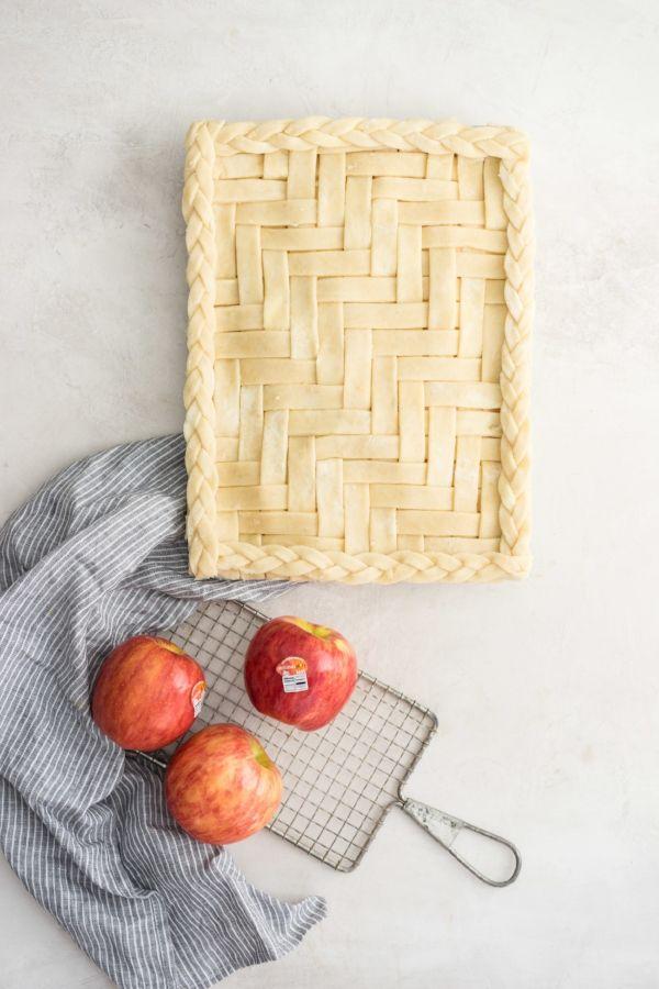 Apple Slab Pie http://www.cloudykitchen.com/blog/2017/11/7/apple-slab-pie Erin @ Cloudy Kitchen