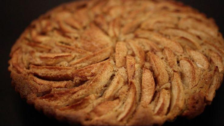Pund til pund-kage med æbler og krydderier er en lækker opskrift, se flere dessert og kage på mad.tv2.dk