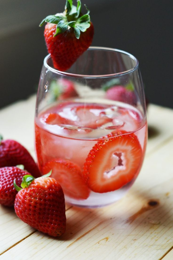 Erdbeer-Detox-Wasser   – The BEST Cocktail Recipes
