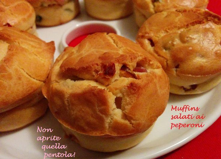 Proseguiamo con i muffins! Dolci? No no ! Sempre salati, ecco a Voi i muffins salati ai peperoni !  http://blog.giallozafferano.it/nonapritequellapentola/muffins-salati-peperoni/  #nottefood #unanottedamangiare #nightfood