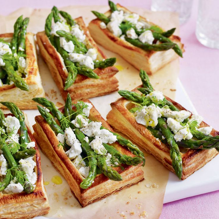 Adding a sprinkle of feta cheese will make these asparagus tarts even more delicious! Try them as a light bite or a tasty starter. Our wine experts recommend Crux Sauvignon Blanc to bring out the flavours of these tarts #WineFestival po.st/AsparagusTart