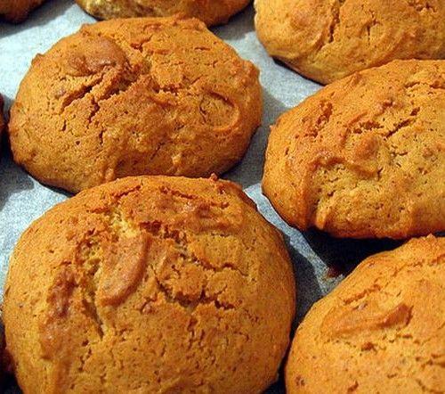 Receta de galletas con miel 130 grdeharina 125 grdemantequilla 100 grdeazúcar extrafino2 cuchdemiel 1huevo // Honey cookies