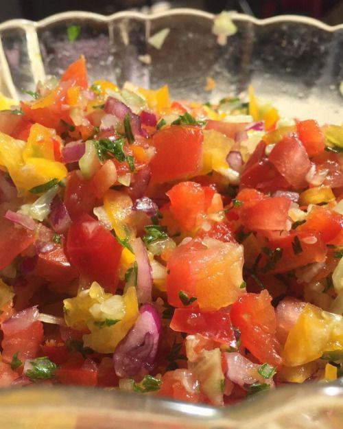 cuisinedemememoniq:  Salade israélienne #salade #legumes...