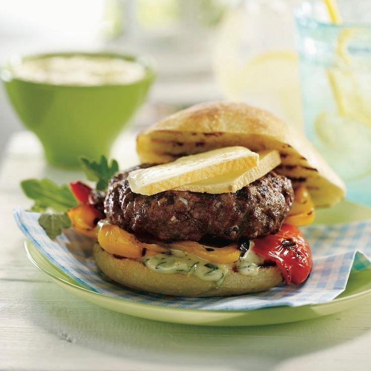 Hamburgers au fromage et aux poivrons grillés, mayo maison au thym