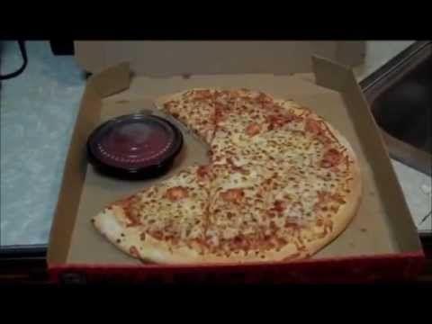 252. Америка. Пицца с сыром, соус и хлебные палочки на ужин.