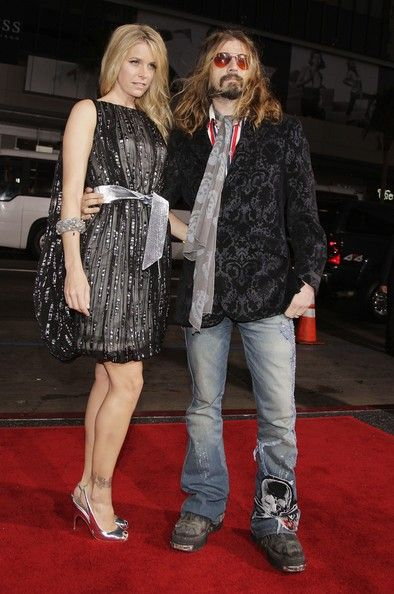 """Writer/director Rob Zombie (R) and his wife, actress Sheri Moon Zombie arrive at the premiere of MGM's """"Halloween"""" at the Chinese Theater on August 23, 2007 in Los Angeles, California. Description from zimbio.com. I searched for this on bing.com/images"""