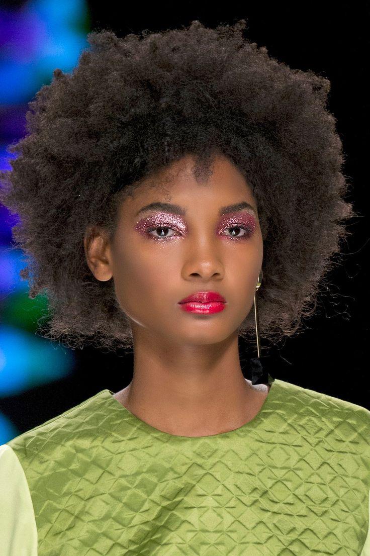 un make up paillettes rose tendance maquillage des yeux printemps t 2017 maquillage des. Black Bedroom Furniture Sets. Home Design Ideas