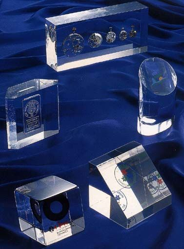 adSymbol Exclusive Gifts & Awards - Dim. Dimitriou Εγκλωβισμός αντικειμένων σε πλεξιγκλας, plexiglass construction. m: 6944317279