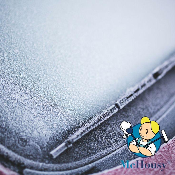 Zugefrorene Autofenster: Überraschend ist in vielen Teilen Deutschlands bereits der Winter ausgebrochen.  ✳  💦  💨  🌙  ✳  Schnee, Glätte und Frost machen das Leben von Autofahrern schwer. Kratzen ist angesagt!  >:( Doch wie enteise ich die zugefrorenen Fensterscheiben möglichst schnell und schonend für die Glasscheibe? #winter #auto #lifehack