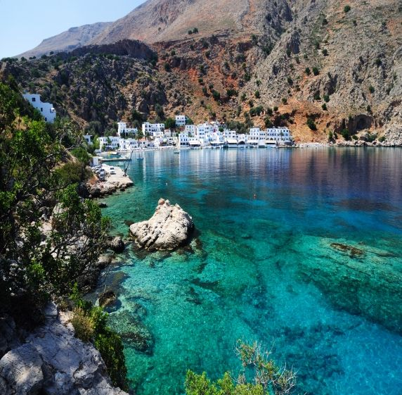 La Crète est la destination par excellence des voyageurs à la recherche de soleil, de calme le tout à quelques heures de vol de France. Ses belles plages de sable fin, nichés dans les criques cachées et aux falaises escarpées en font la destination la plus prisée de la Méditerranée. #crete