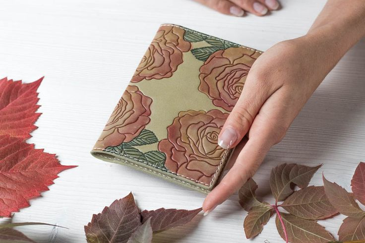 https://www.etsy.com/ru/listing/294283373/leather-passport-cover-olive-green-pink?ref=shop_home_active_4