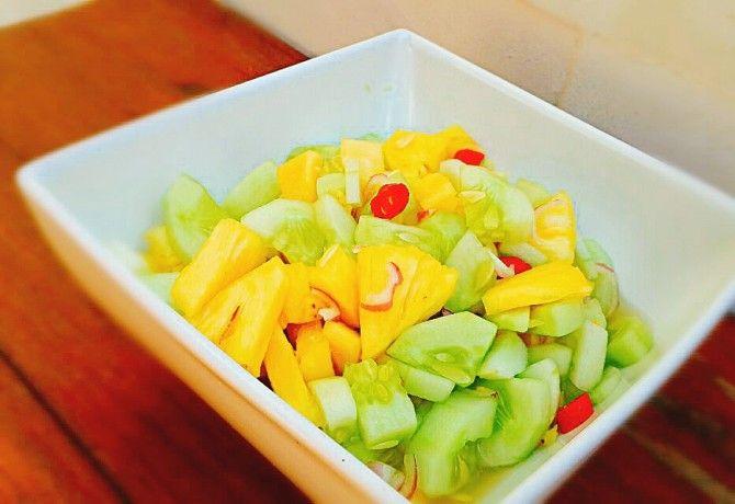 Indonéz ananászos uborkasaláta