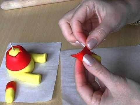 http://www.minjina-kuhinjica.com/fondam-i-gum-pasta/figurice-od-fondana/winnie-pooh-tutorijal/  Tutorijal kako da napravite Winnie Pooh-a.  Ostavite komentar ako imate želju da nešto napravim u sledećim tutorijalima :)