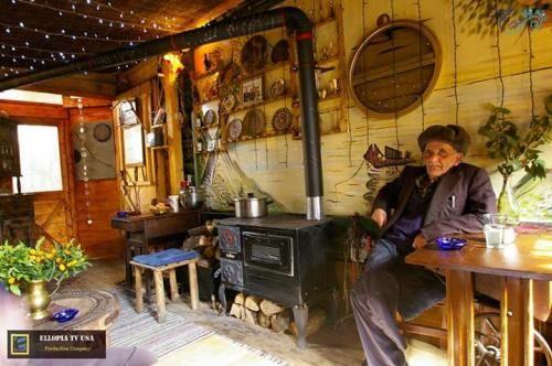 """Παραδοσιακό """"Σπιτάκι Καφέ"""" στην παραλία της Λάρισας  Traditional """"Little House Café"""" at the shore of Larisa  photo source: SEVEN BLUE MILES Agiokampos,Sotiritsa,Velika-Παράλια Λάρισας"""