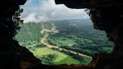 Hills and Karnataka go hand in hand, but Anthargange is a hill with a difference in it that it is arguably the best trekking destination in the state.