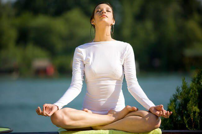 La respiración es una excelente forma de combatir el cansancio, el estrés y los dolores de cabeza. Te damos dos interesantes ejercicios.