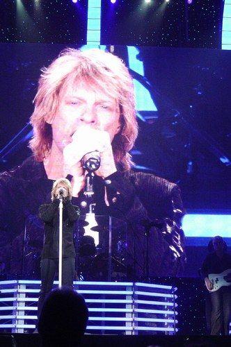 Jon Bon Jovi - photo postée par cocophil4 - Jon Bon Jovi - Album du fan-club -