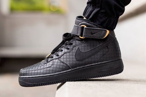 online store e88be 17bc7 Nike Air Force 1 Mid 07 LV8 noire (9)  Sneakers.  Nike air force, Air  force 1 mid, Air force 1