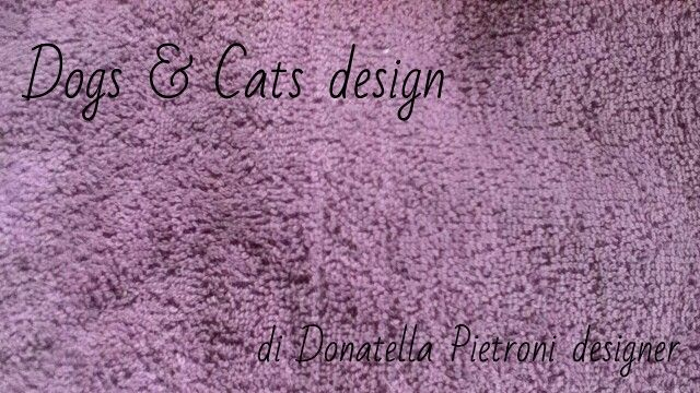 1422 - Tessuto in spugna lilla. Dogs & Cats design di Donatella Pietroni designer