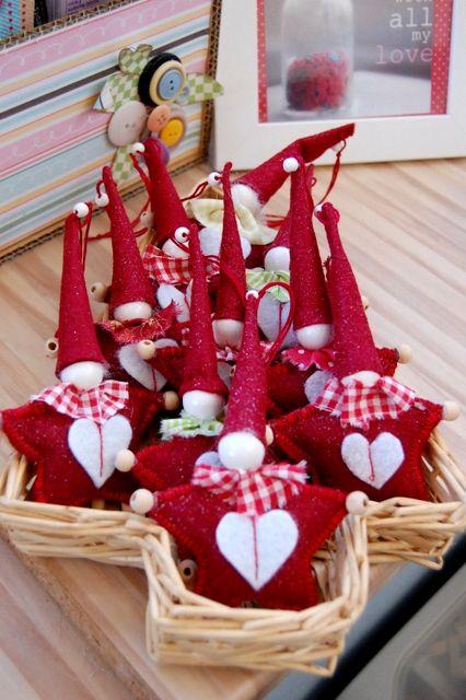 no instructions, just cute christmas fabric/felt ideas!