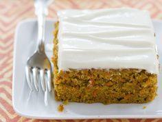 Karottenkuchen mit Frischkäseglasur - smarter - Zeit: 1 Std. 30 Min.   eatsmarter.de Lecker, diesen Carrotcake hätten wir jetzt gern.