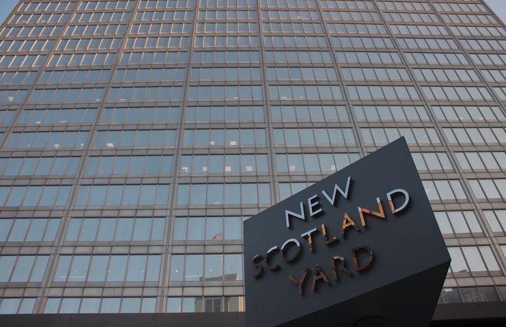 Scotland Yard (by Lukes_photos, CC BY-SA 2.0 - https://www.flickr.com/photos/lukenicolaides/12816646323/ )