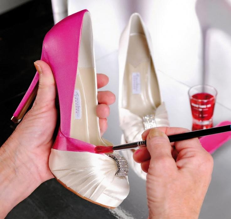 De schoenen worden in de Colour Studio ingekleurd