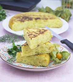 Tortilla de patatas vegana con cebolla y calabacín