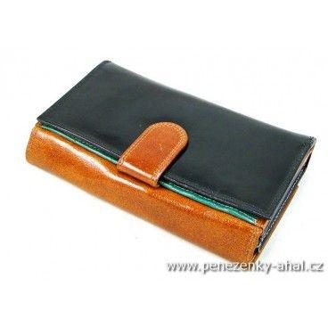 Kožená dámská peněženka z pravé lakované kůže a odděleným pevně zavíratelným mincovníkem.