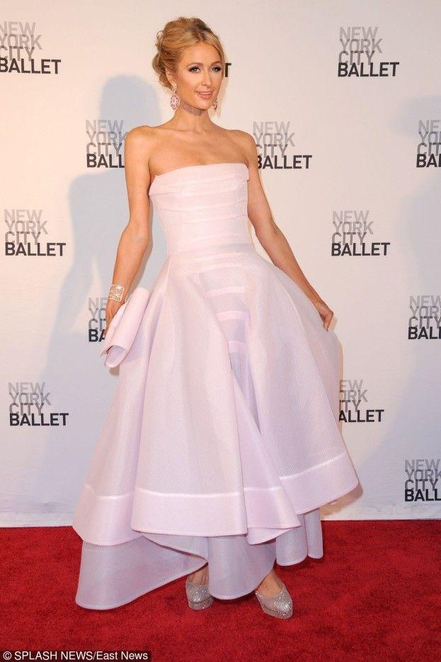 Paris Hilton w różowej sukni na balu w Nowym Jorku! #paris #hilton http://dodawisko.pl/8025-paris-hilton-w-rowej-sukni-na-balu-w-nowym-jorku.html