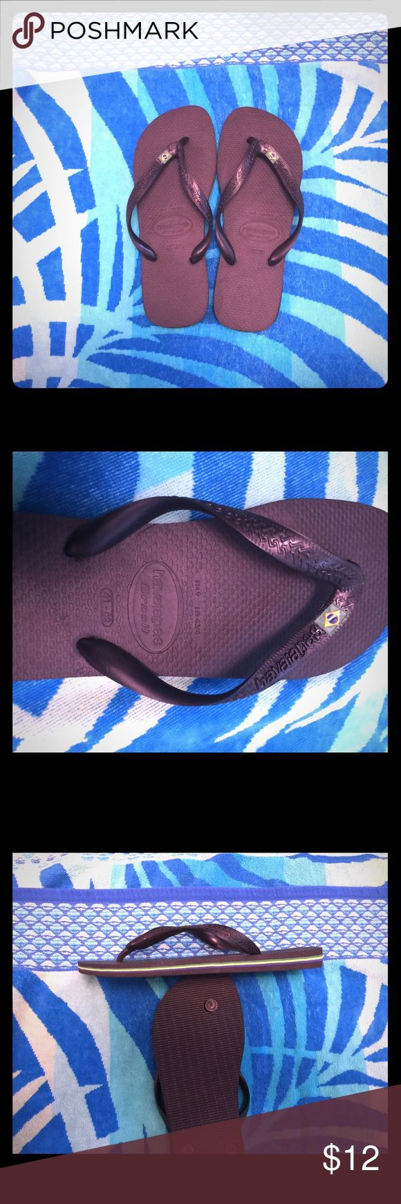 Brand new! Men's Havaianas flip flops. Size: 9. 🇧🇷 New and never worn, men's black havainas Brazil flip flops. Black with Brazilian flag and yellow, green and blue side detail. 🇧🇷 Havaianas Shoes Sandals & Flip-Flops