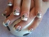 Nail daisy dot french