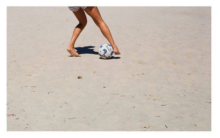 Sélection Instagram #96 // © Lena Mareli // Retrouvez la sélection complète sur le site de #FisheyeLeMag ! #Instagram #curation #photo #photographie #kid #playing #football #soccer #feet #beach #sand #summer #holiday #photooftheday #picoftheday #potd