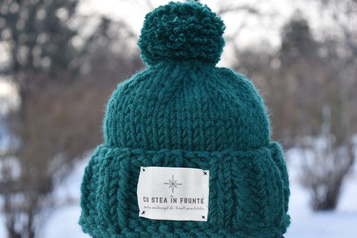 """Căciula """"Cu stea în frunte"""" perfectă pentru prichindei care vor să iasă afară la zăpadă! #caciula #caciulacopii #cadou #cadoupersonlizat #romania #caciulacumot #caciulaverde #caciulapersonalizata"""
