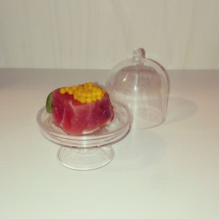 Caviale a base di curcuma, fatto in casa, per dare un gusto speciale ad un semplice tonno fresco