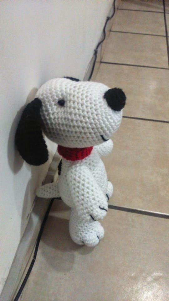 Snoopy Amigurumi By Iliana Paola Avelino Navarro - Free Crochet Pattern - Pattern In Spanish - See https://translate.google.com/translate?sl=auto&tl=en&js=y&prev=_t&hl=en&ie=UTF-8&u=http%3A%2F%2Fnovedadesjenpoali.blogspot.se%2F2015%2F03%2Fsnoopy-amigurumi.html For English Pattern Translation And Then See http://oombawkadesigncrochet.com/2014/04/u-s-and-spanish-crochet-terms.html For English Translation Of Spanish Crochet Stitches And Terms - (novedadesjenpoali.blogspot)