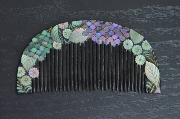★ tortoiseshell / tortoiseshell comb ★ ★ ★ crafted mother-of-pearl flower pattern ★ Representing hydrangea flowers in exactly the colour I had in my garden last autumn.  Delightful.