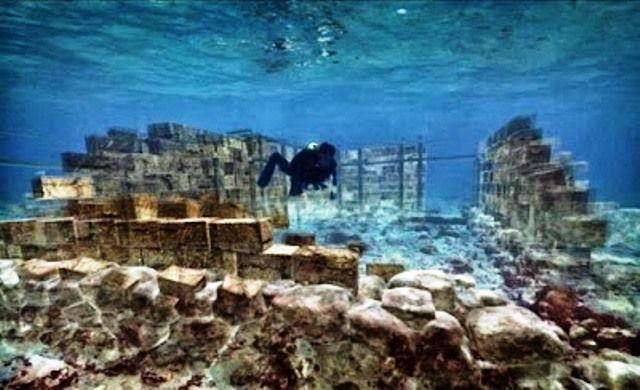 H ελληνική πόλη κάτω από τη θάλασσα της Ελαφόνησου. Την εντόπισε ο Φωκίων Νέγρης το 1904, αλλά την αποκάλυψε το 1967 ο βρετανός καθηγητής Φλ...