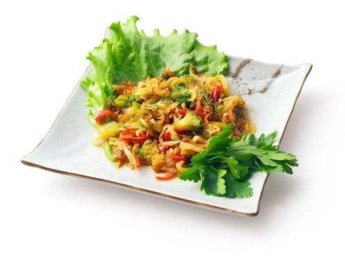 Салат из брокколи с беконом и сладким перцем