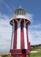The South Head Heritage Walk at Vaucluse is a short & easy 470m loop walk. Along the walk, you get to see stunning water views, cannon, gun emplacements, bushland, a lighthouse and the lighthouse keeper's cottages.