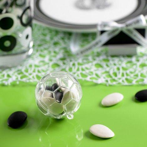 Contenant à dragée en forme de ballon de football, idéal pour l'anniversaire ou le baptême d'un petit footballeur. Pour tous vos as de la balle, découvrez notre collection #foot !  #football #anniversaire