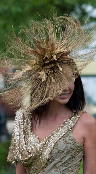 Парад шляпок на открытии королевских скачек Royal Ascot : Елизавета II и Камилла Паркер Боулз / фото 2