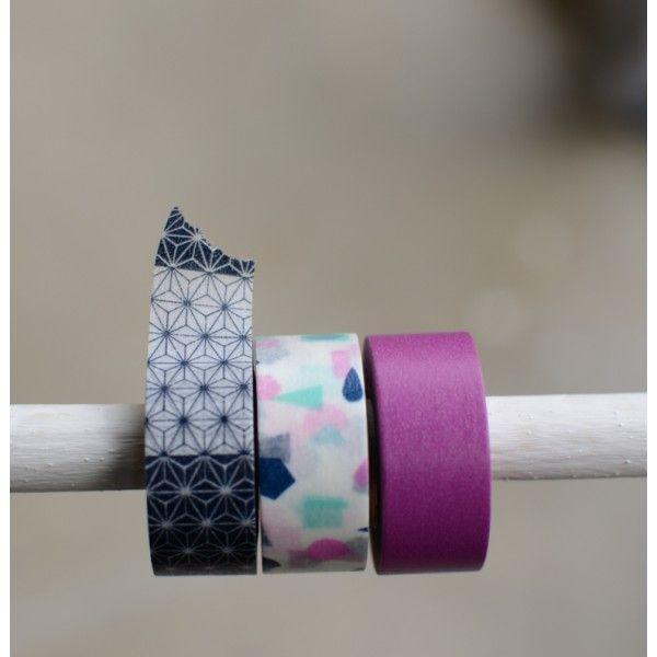 Malý set washi pásek s motivy šikmých pruhů. Rozměry: 3 x 15 mm x 7 m Made in Japan
