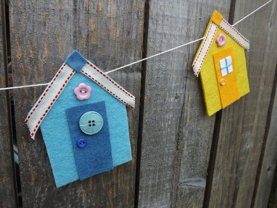 A pretty beach hut garland composed of five little pastel coloured huts. Each hut is hand cut in thick acrylic craft felt and is finished with ribbon