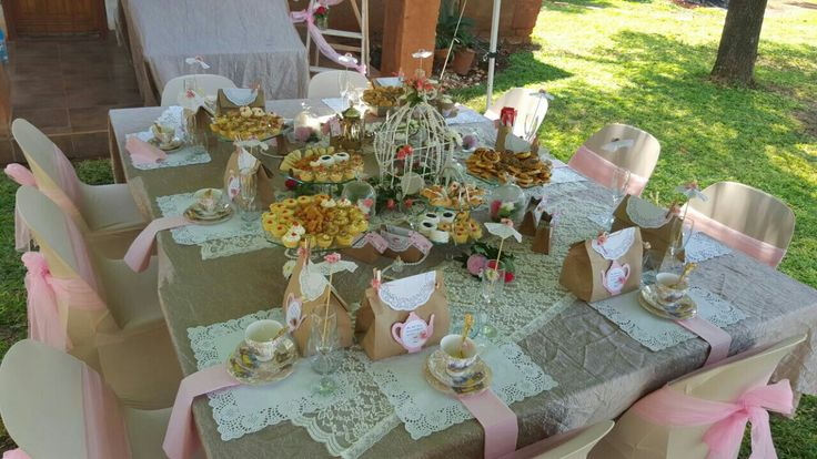 Lovely Hightea Table set-up.